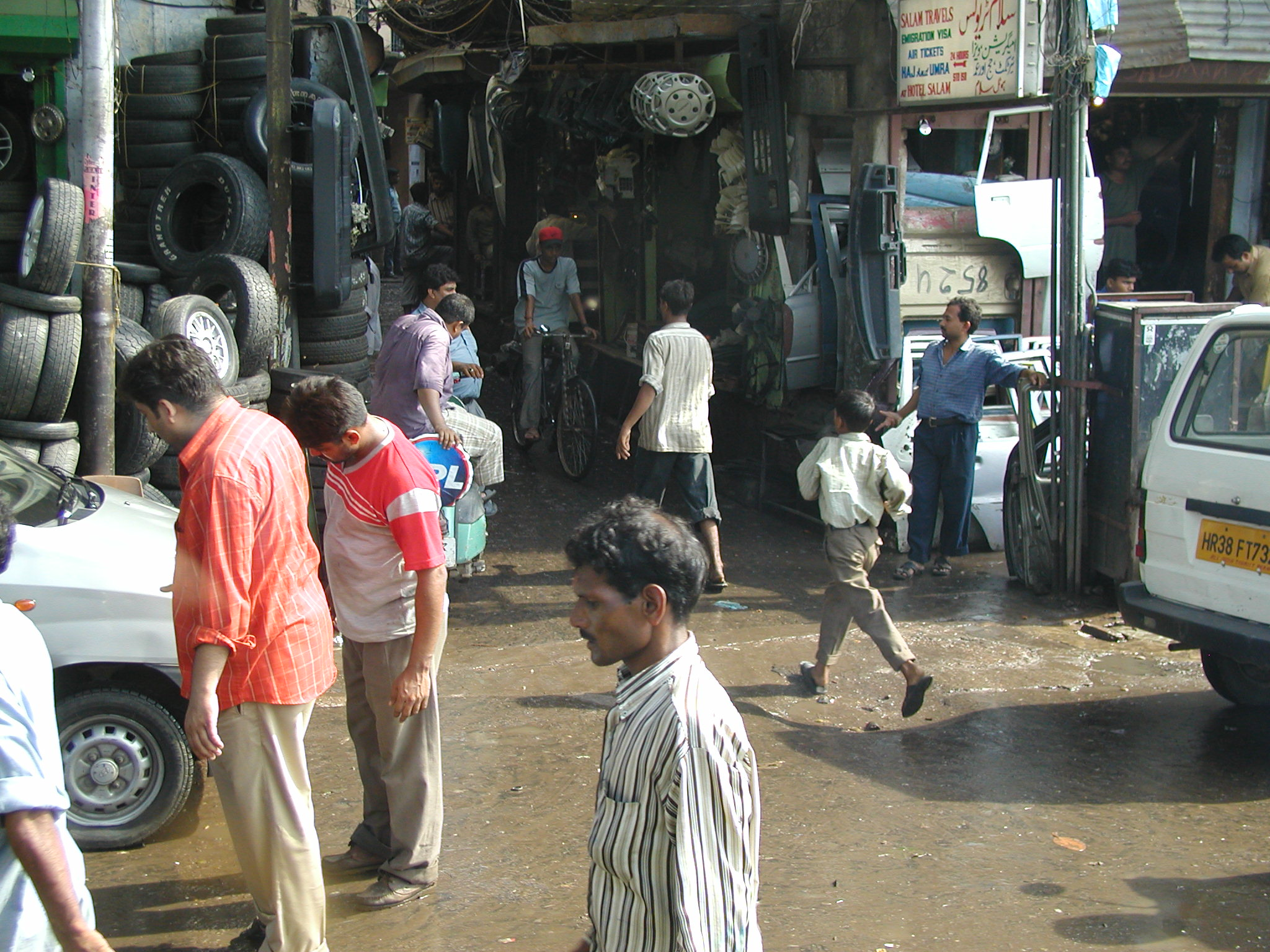 Pedestrians on the street in Delhi